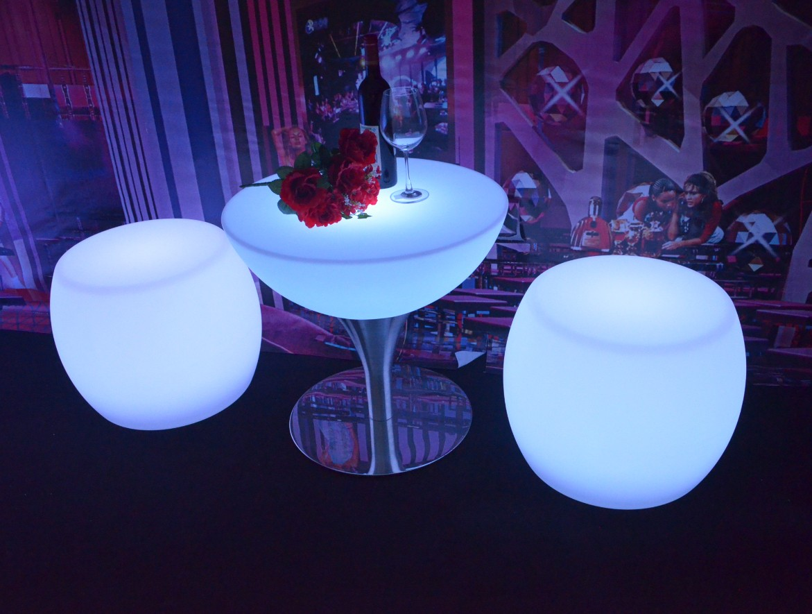 Lighting-Up-Color-Changing-Waterproof-Furniture-Chairs